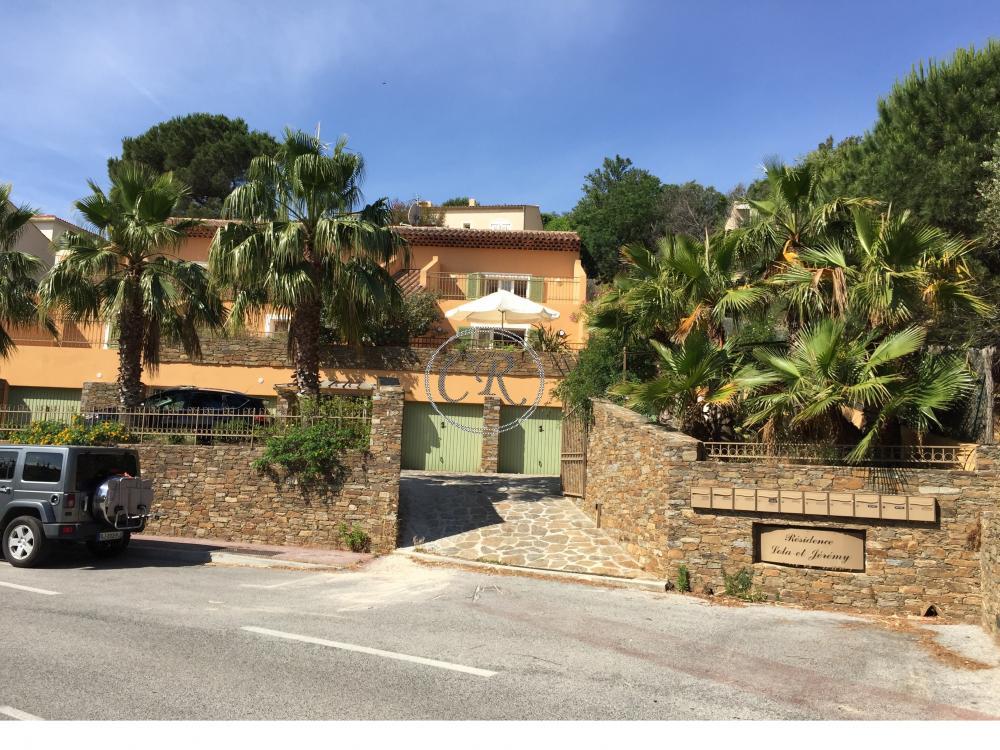 Appartement T3 de standing avec grande terrasse vue colline