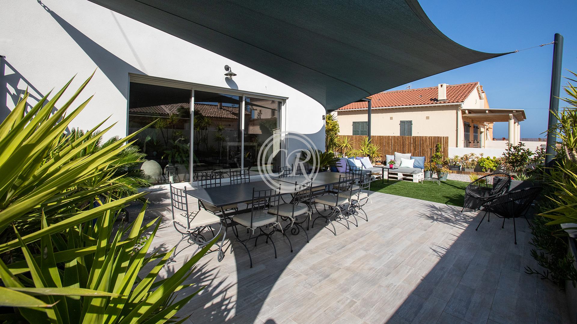 Superbe villa contemporaine à 30 mètres de la plage de l